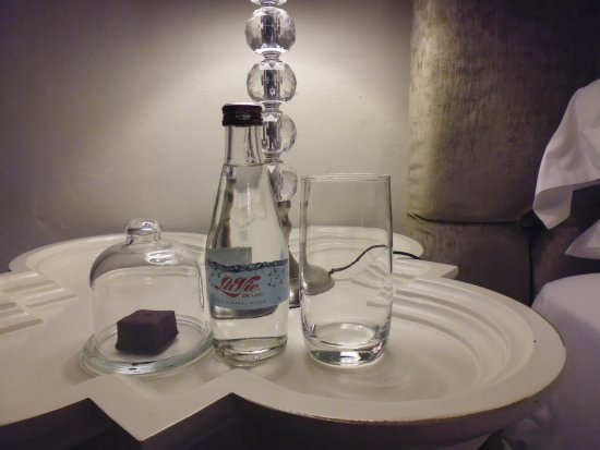 Harkerville, Zuid-Afrika: Water and a treat for bedtime.