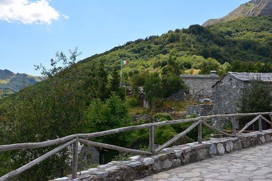 Minucciano, Италия: Village Campocatino near Lago Apuane