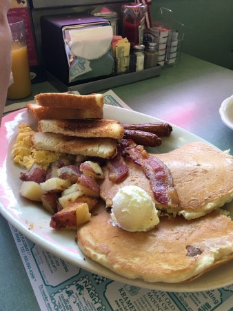 Rumney, Нью-Гэмпшир: The Cadillac Two eggs, two strips of bacon, two links and two buttermilk pancakes with homefries
