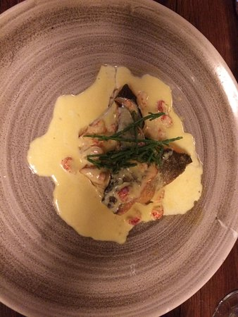 Графство Лестершир, UK: Delicious pan fried sea bream with crayfish butter sauce.
