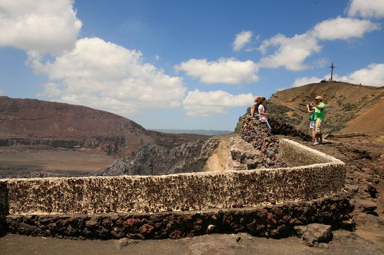 Masaya, Nicarágua: Wonderful views at the crater rim, great for a memorable picture!