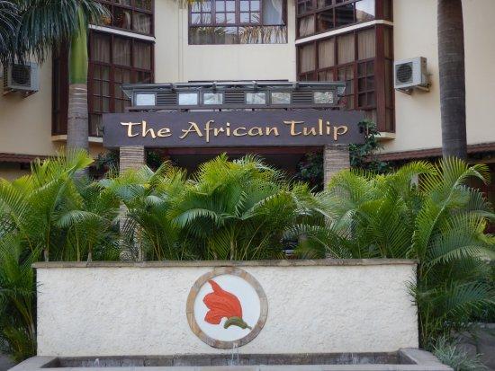 ジ アフリカン チューリップ ホテル, 正面玄関