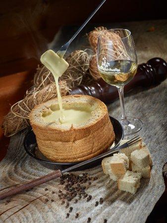 Evolene, Switzerland: Notre fondue originale !