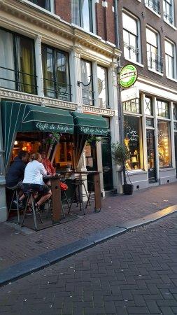 Cafe De Gaeper: Tavolini all'aperto
