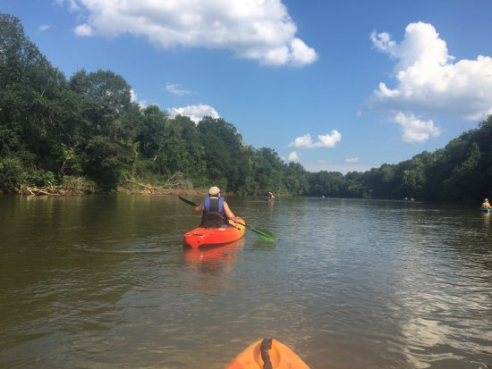 Macon, GA: Kayaks and Canoes on a beautiful day