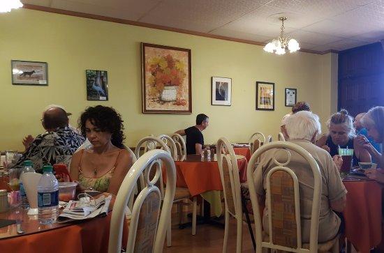 Green Valley, AZ: Inside seating