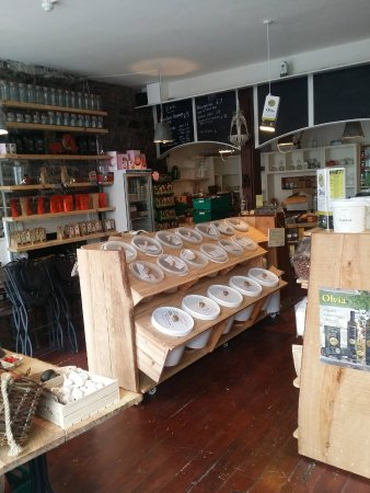 Ennistymon, İrlanda: Organic dried foods by the scoop, home-made kombucha on tap, nitro cold brew coffee, natural & l