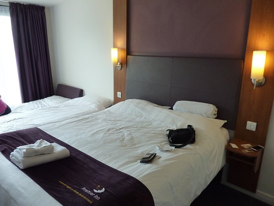 Premier Inn Edinburgh City Centre (Princes Street) Hotel: Family Room With  Queen,