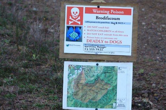 Nelson, Nova Zelândia: Posion drop warning.