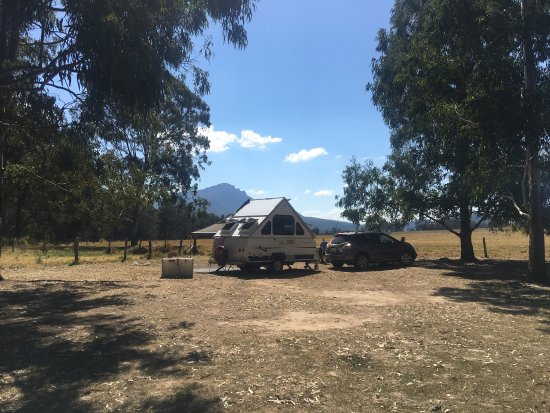 Mt Barney Lodge Country Retreat: Our recent mid-week getaway was spent camping in the grounds at Mt Barney Lodge. Amazing beautif