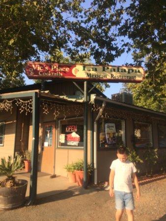 Redwood Valley, Kalifornia: Vics Place
