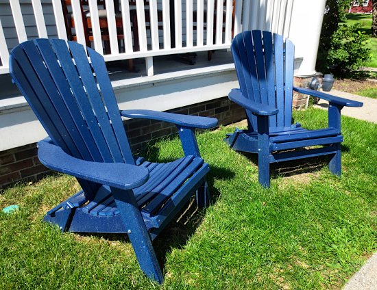Deerfield, MA: Sit a while outside in the sunshine