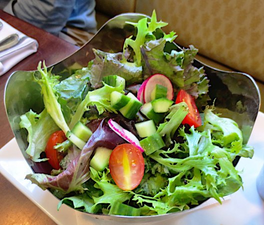 Deerfield, MA: Fresh garden salad