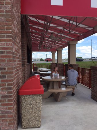Belton, MO: Nice covered patio