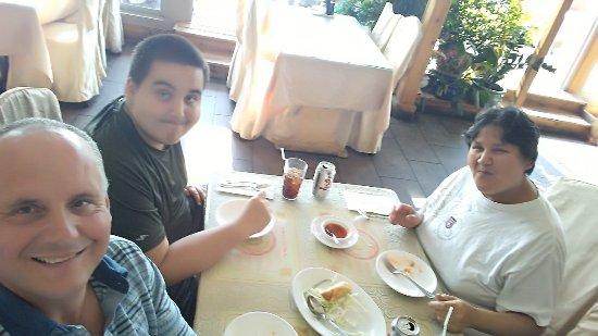 Bayview Szechuan & Chinese Restaurant : Enjoying our mini egg rolls