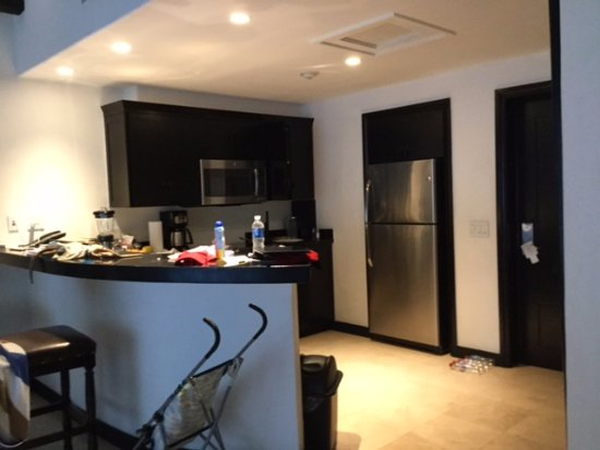 Cabo Azul Resort: Kitchen area of 2-bedroom accommodation.