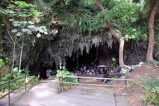 Valley of Gangala Cave Cafe : ทางเข้าก่อนเดินลงไปร้านกาแฟ