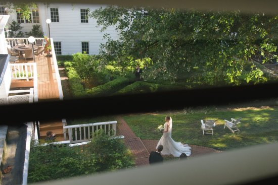 Fairview Inn: A peek from our room.