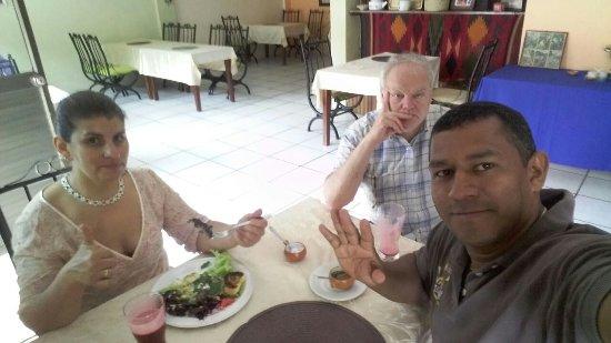 Cafe Mariane : mariane, julio y michel....