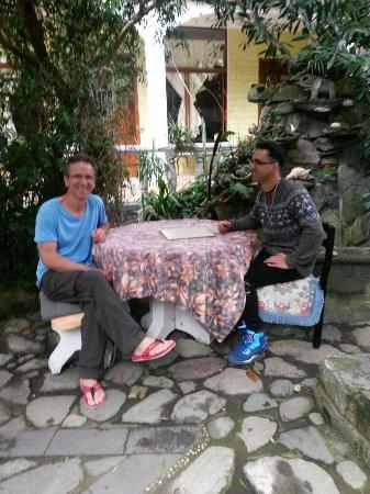 Cafe Mariane : disfrutando en el jardin de mariane..