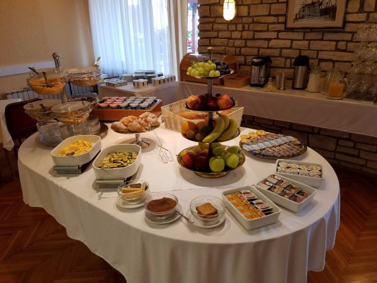 Pension Baron Gautsch: Buffet breakfast included with room