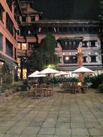 Dwarika's Hotel: Es el gran patio interior donde dan las habitaciones.