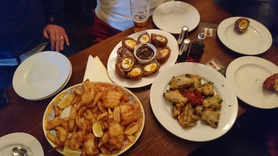 Sutton on Derwent, UK: Nibbles that went perfectly with the superb Guzzler !