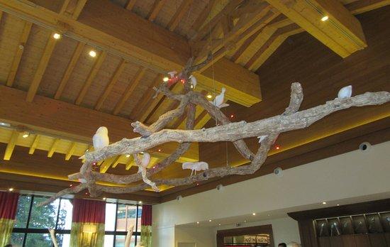 Club Med Valmorel: lustre d'une des salle à manger