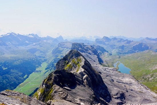 Schwyz, Suíça: View from the peak towards the South-West