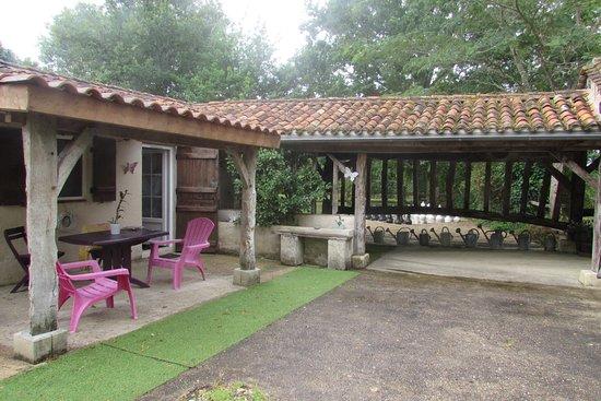 Saint-Andre-de-Double, France: Le salon extérieur privatif