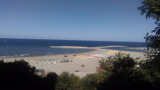 Constanta Beach: view before the stairs
