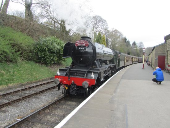 Haworth, UK: Train at Oxenhope station
