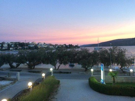 Restaurant Villa Mediterana: beautiful sunset view