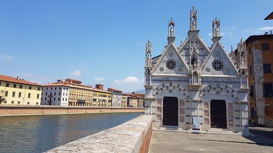 Chiesa di Santa Maria della Spina: Santa Maria della Spina e l'Arno