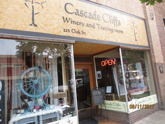 Cascade Cliffs Winery