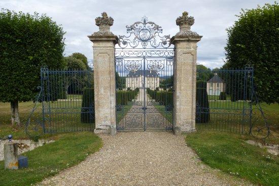 Les grilles du château de Vendeuvre