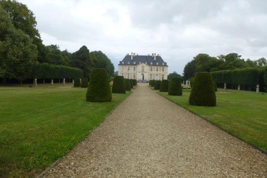 Vendeuvre, France: L'allée