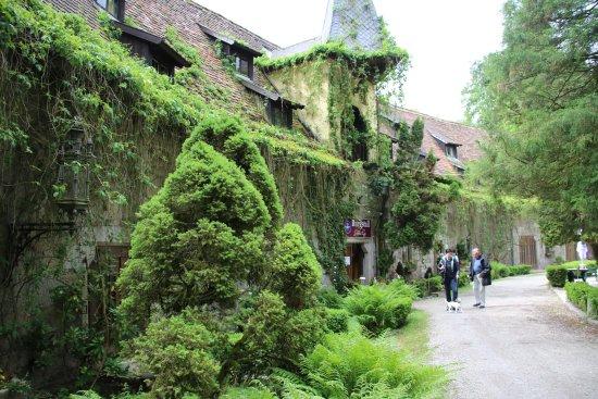 Bernried, Germany: Links der Eingang zum Restaurant und Hotel