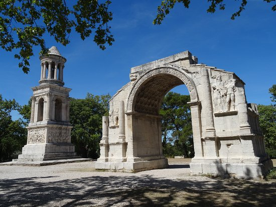 fontaine sculpt e photo de site arch ologique de glanum saint r my de provence tripadvisor. Black Bedroom Furniture Sets. Home Design Ideas