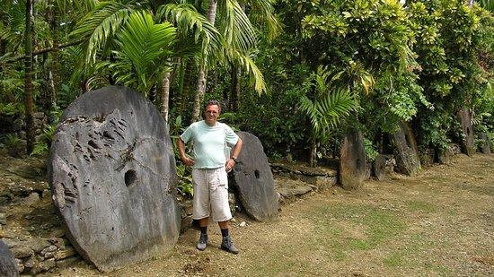 Steinbank in Yap - Picture of Stone Money, Yap - TripAdvisor