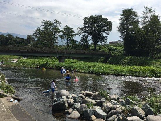 Kawaba-mura, Япония: 小学生用の穏やかで広い場所と、幼児用の浅く流れの緩やかな場所があります。