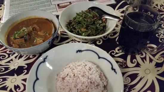 the.Dyak: Pork Curry and Jungle Ferns. Sangat bagus!
