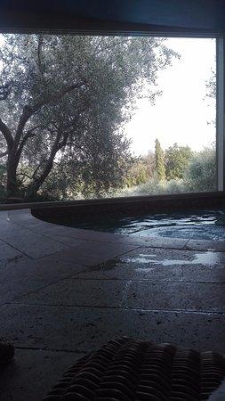 Villa la Borghetta Spa Resort: Idromassaggio con vista sulla piscina