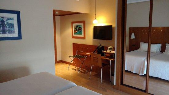 Hotel NH San Pedro de Alcántara Photo