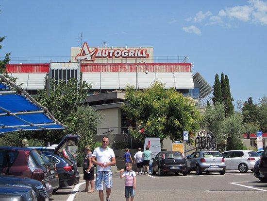 Pessimo burger king - Recensioni su Autogrill Chianti Est, Bagno a ...