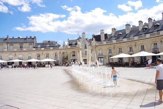 Remilly-sur-Tille, France: Place de la Libération