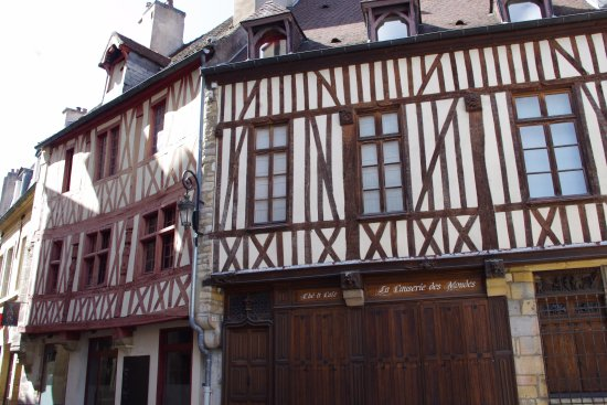 Remilly-sur-Tille, France: Imeuble