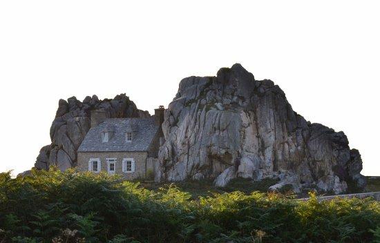 Castel Meur: La Casa tra le rocce a Plougrescant.