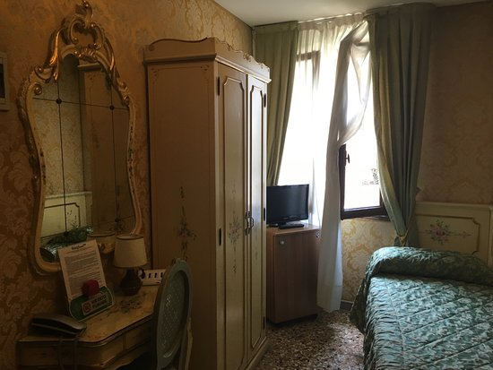 Hotel Canal: Twin room