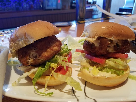High Stakes Bar & Grill: Crabcake Sliders